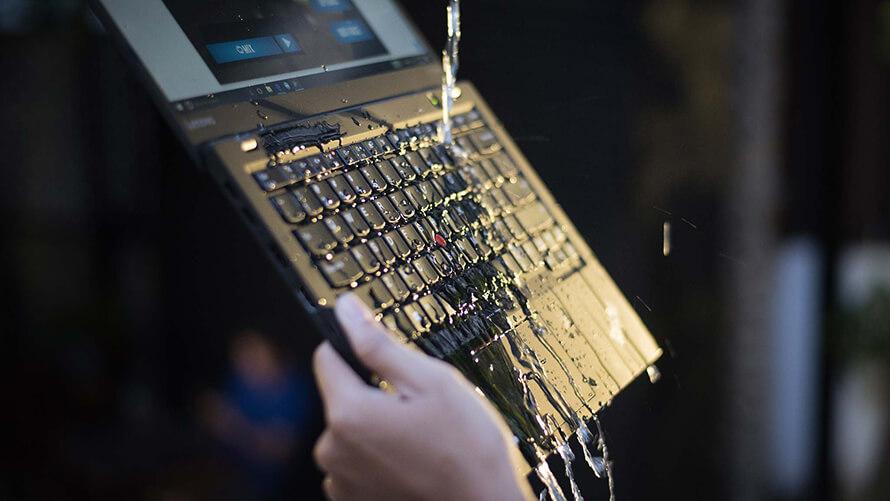 Lenovo ThinkPad X1 Carbon Gen 5 chống tràn
